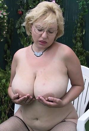Big Boobs Outdoor Porn Pictures